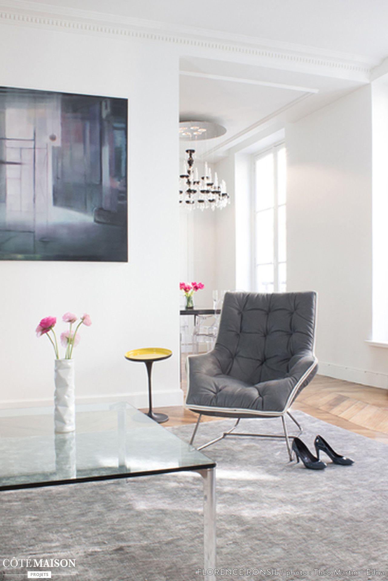 choix de mobilier simple et l gant pour cette r novation d 39 appartement studio petit. Black Bedroom Furniture Sets. Home Design Ideas