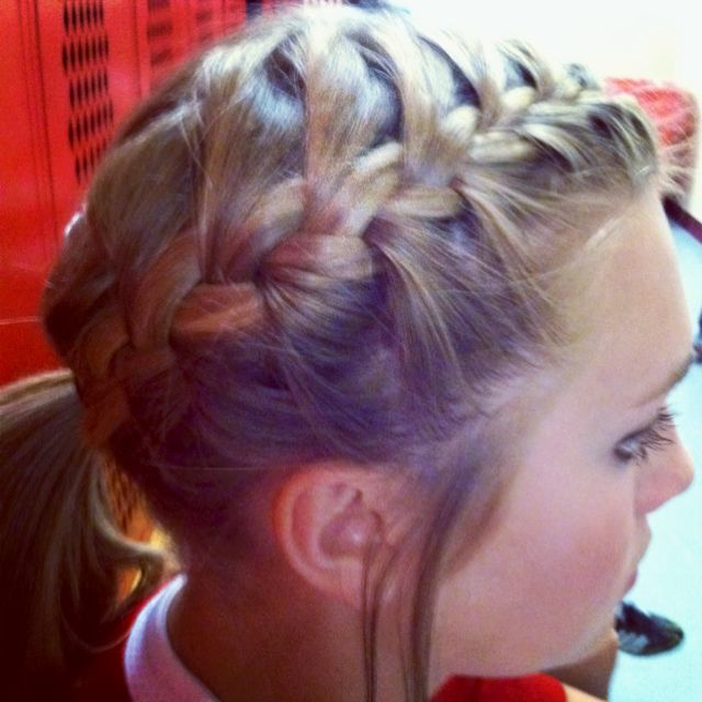 Kate F Holmsley This Is What I Want For The Next Basketball Game Ball Hairstyles Sports Hairstyles Braided Hairstyles