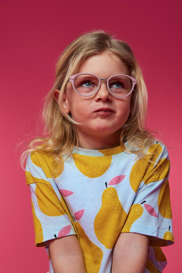 12 Coole Sehbrillen Fur Kinder Plus So Erkennt Ihr Eine Sehschwache Kinderbrillen Madchen Kindermode Madchen Kinderbrillen