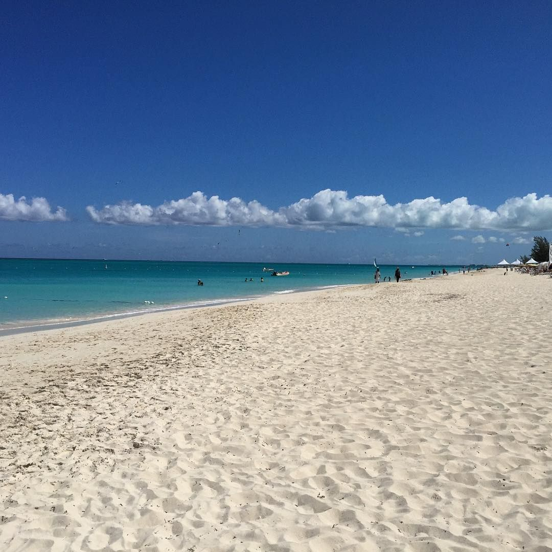 the amazing soft sand of grace bay beach turks caicos beach rh pinterest co uk