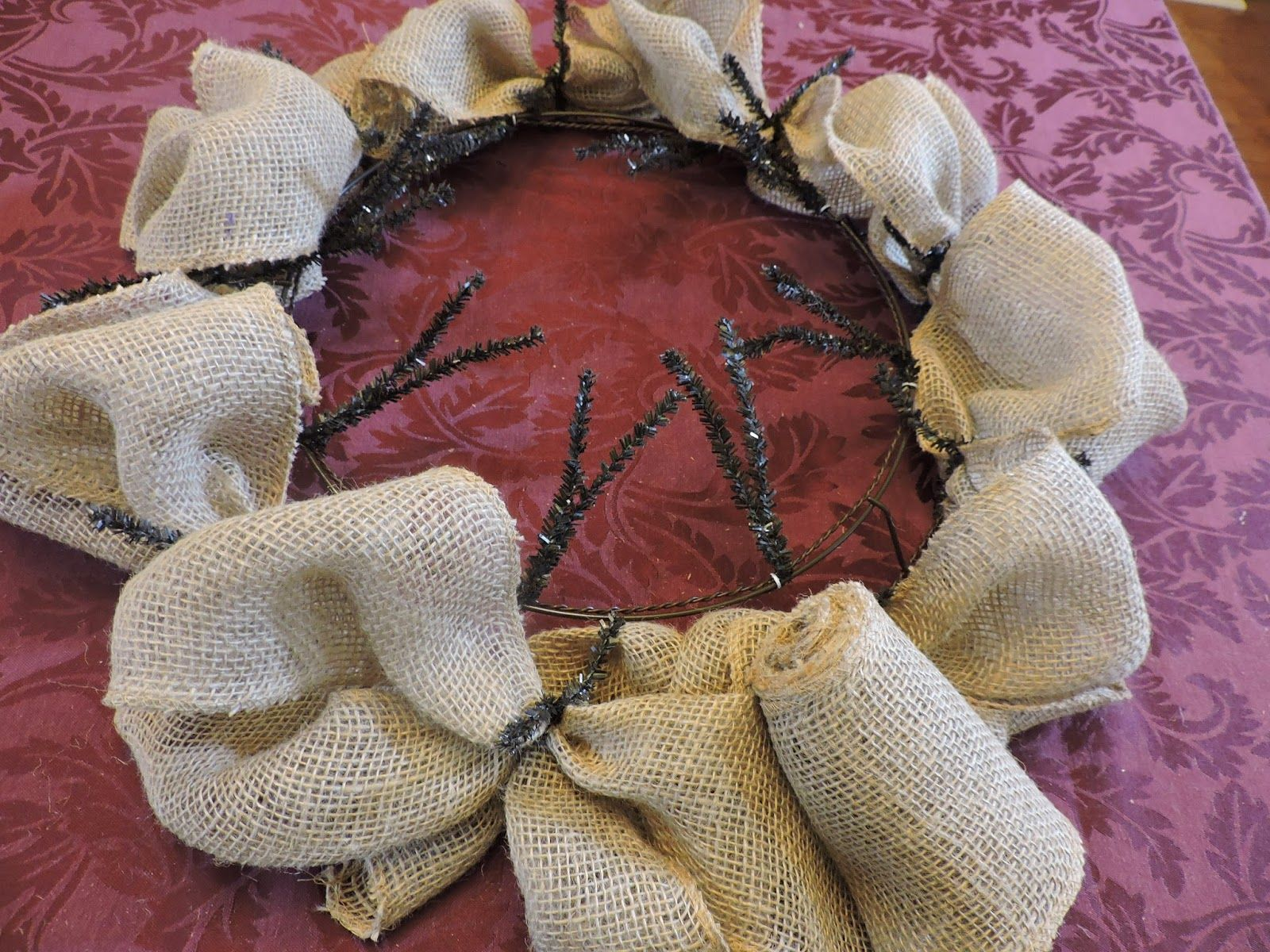 http://neatandcrafty.blogspot.com/2014/08/fall-burlap-wreath.html