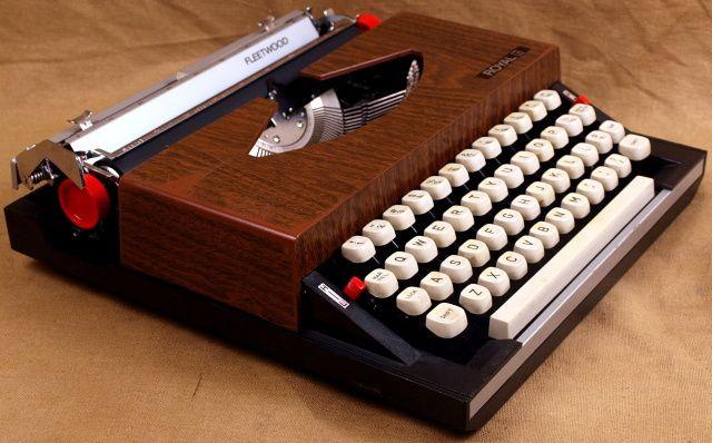 (1972) royal fleetwood  #typewriter #fleetwood #royal #royaltypewriter #vintagetypewriter