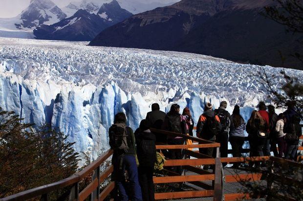 Perito Moreno, Argentina - A geleira mais famosa da Patagônia estende-se por mais de cinco quilômetros de largura e chega a 60 metros de altura. É a estrela do Parque Nacional Los Glaciares, que reúne mais de 360 geleiras. De quando em quando, ocorre um espetáculo retumbante: o desprendimento maciço de parte do paredão de gelo, mediante um estrondo amendrontador e fascinante. De quebra, os turistas ainda podem fazer trekking sobre sua superfície gelada ANDRES ARCE/REUTERS