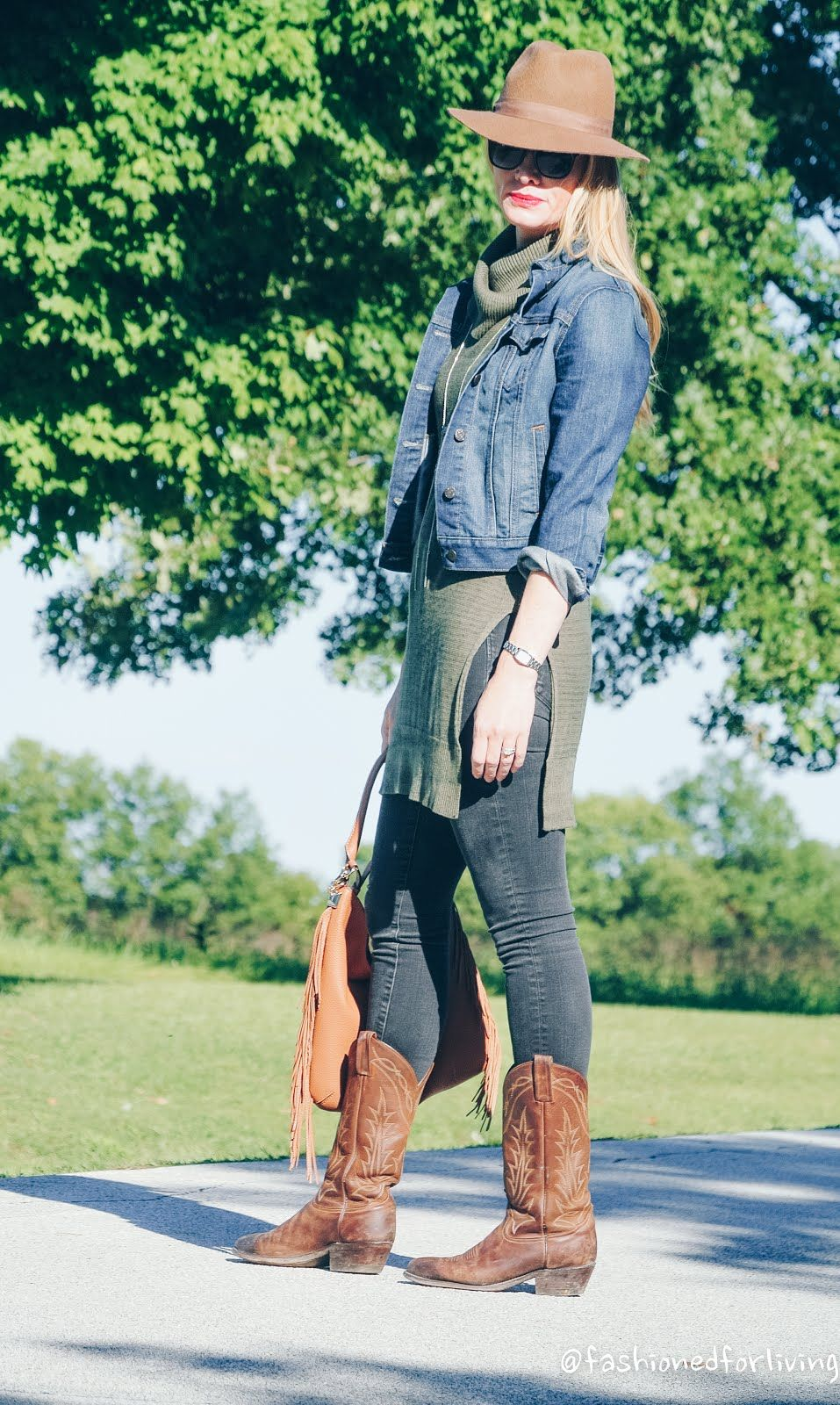 Olive Sleeveless Tunic With Denim Jacket Black Skinny Jeans And Cowboy Boots Fall Outfit Black Skinny Jeans Fall Boots Outfit Black Skinnies [ 1600 x 957 Pixel ]