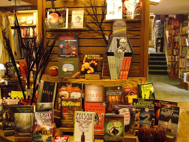 Pictures, Thoughts and Comments: Halloween at the Northshire Bookstore
