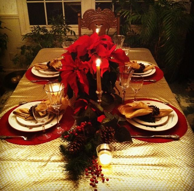 Red And Gold Christmas Table Decor Gold Holiday Decor Gold Holiday Tablescape Holiday Party Centerpieces