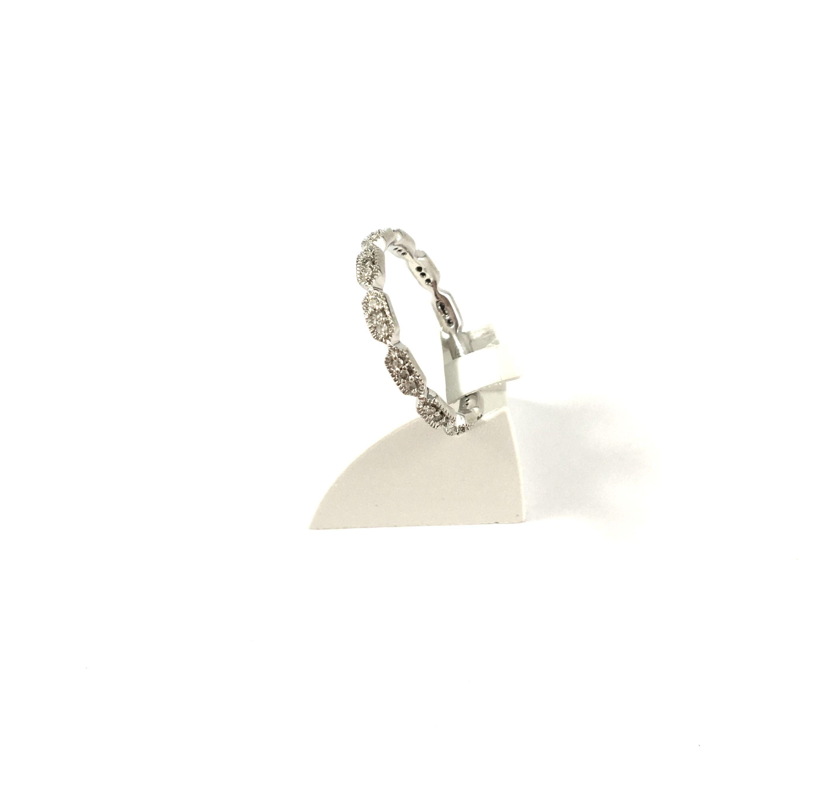 Magnifique alliance en or gris et diamants, tout en finesse en vente sur www.BijouxAnciens.Paris