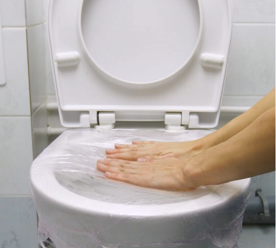 une astuce insolite pour d boucher les toilettes astuces maison toilet clogged toilet et. Black Bedroom Furniture Sets. Home Design Ideas