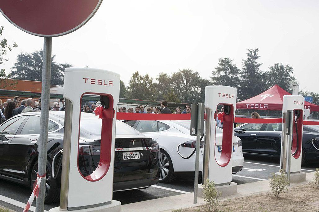 Aprono I Primi Supercharger Tesla In Italia E Ne Verranno Altri Car