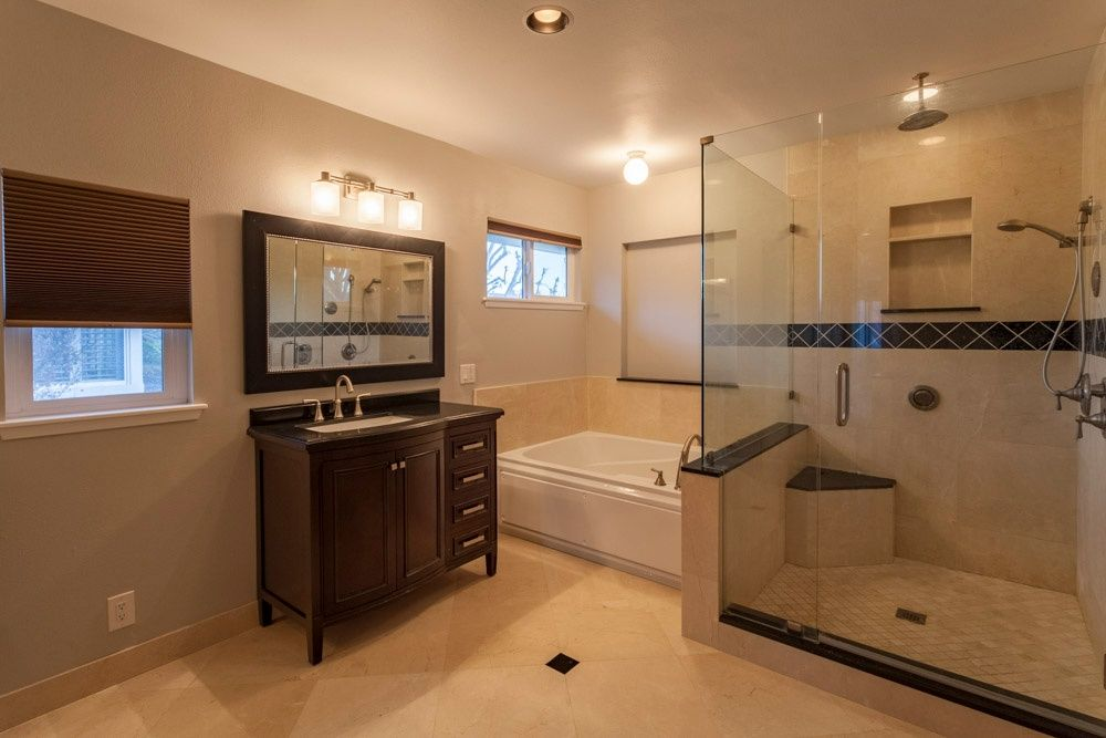Contemporary Master Bathroom With Hamilton 38 Quot Single