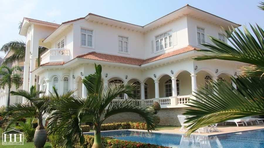 Villa im Kolonialstil mit Meerblick