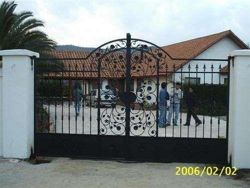 Fotos de portones fierro forjado 2011 fence pinterest for Modelos de portones en hierro forjado