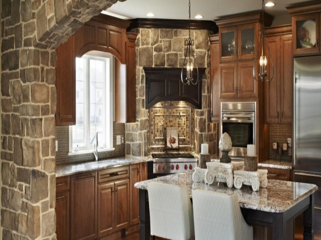 Charmant Cozy Cobblestone Backsplash Ideas With Wooden Kitchen Cabinet As Well  Granite Countertop Plus Classic Chandelier