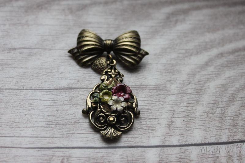 Brosche *Blüten*  von meiTherese auf DaWanda.com