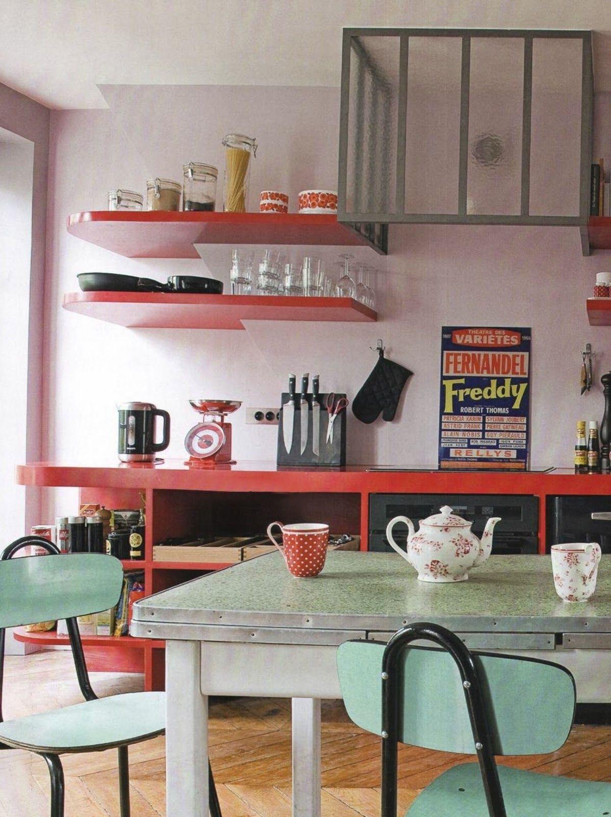 Une cuisine colorée juste comme il faut.  Cuisine vintage