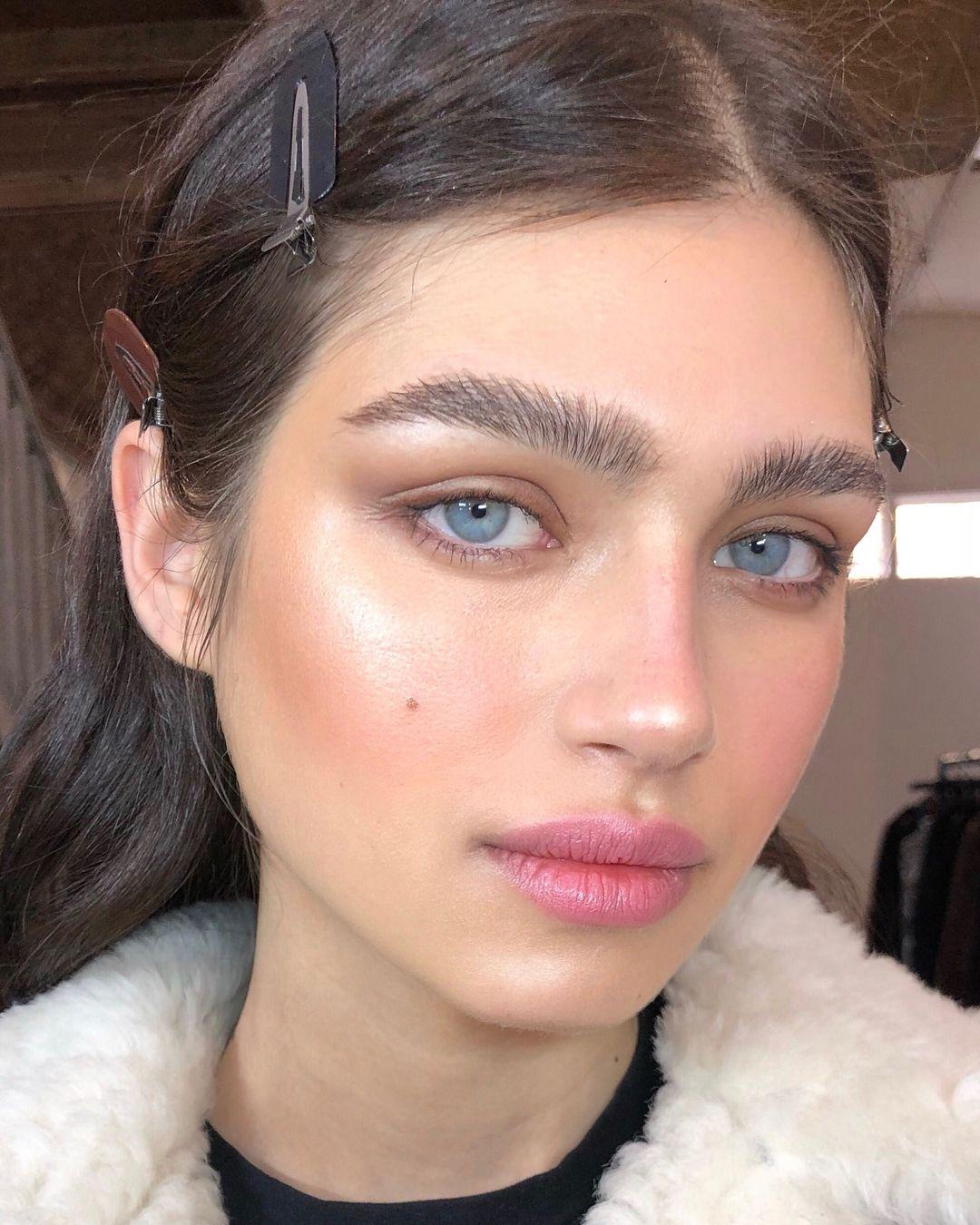 "Photo of Nikki_Makeup on Instagram: ""Bushy boy brows & luminous skin on this beautiful face @nastyazakharo  Using @iconic.london Pigment foundation stick & Prep Set Glow spray…"""