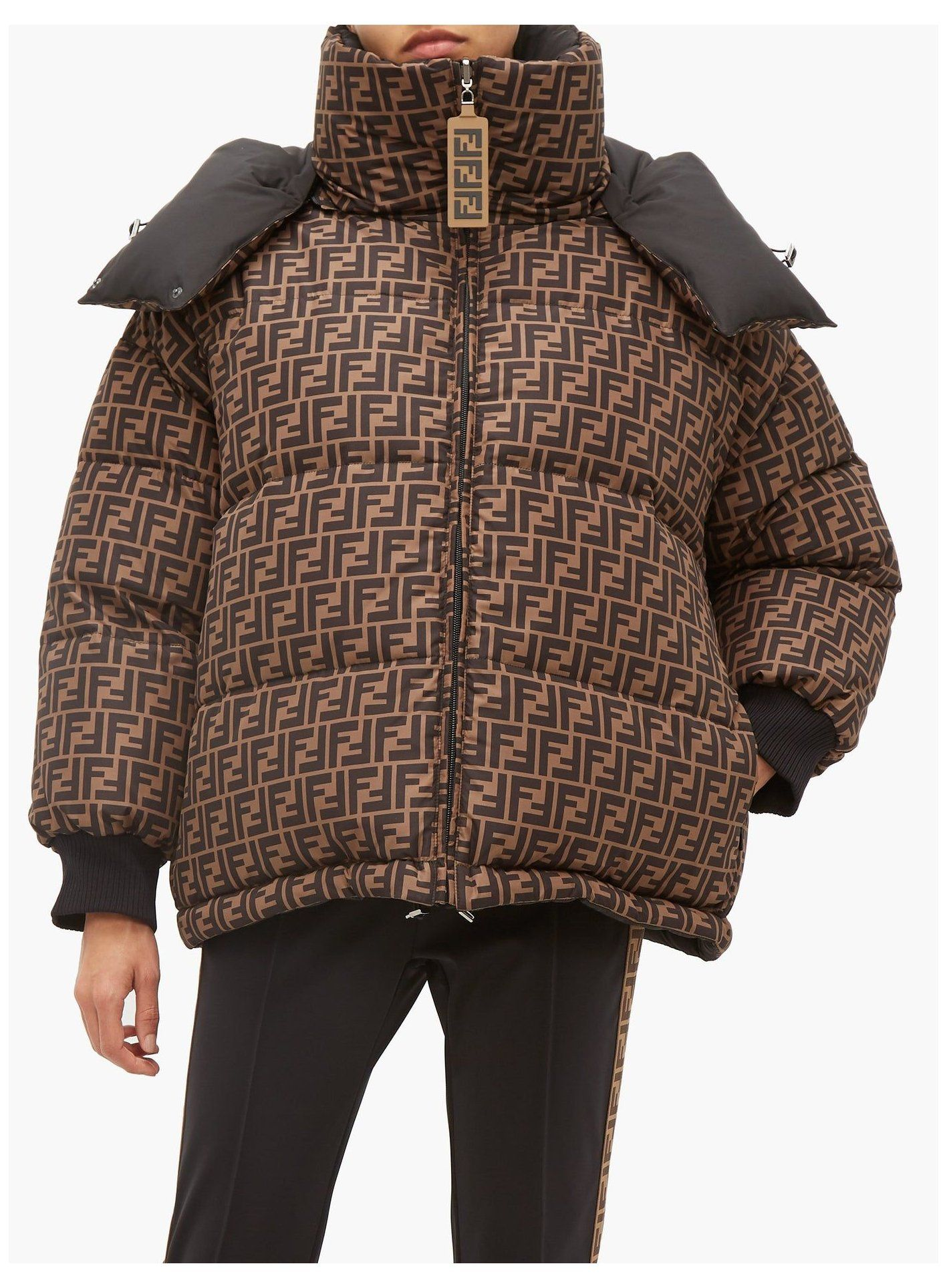 Fendi Fendi Puffer Jacket Fendipufferjacket Fendi Strikes A Contemporary Urban Inspired Note With This Black Reversible Down Jackets Puffer Jackets Clothes [ 1928 x 1417 Pixel ]