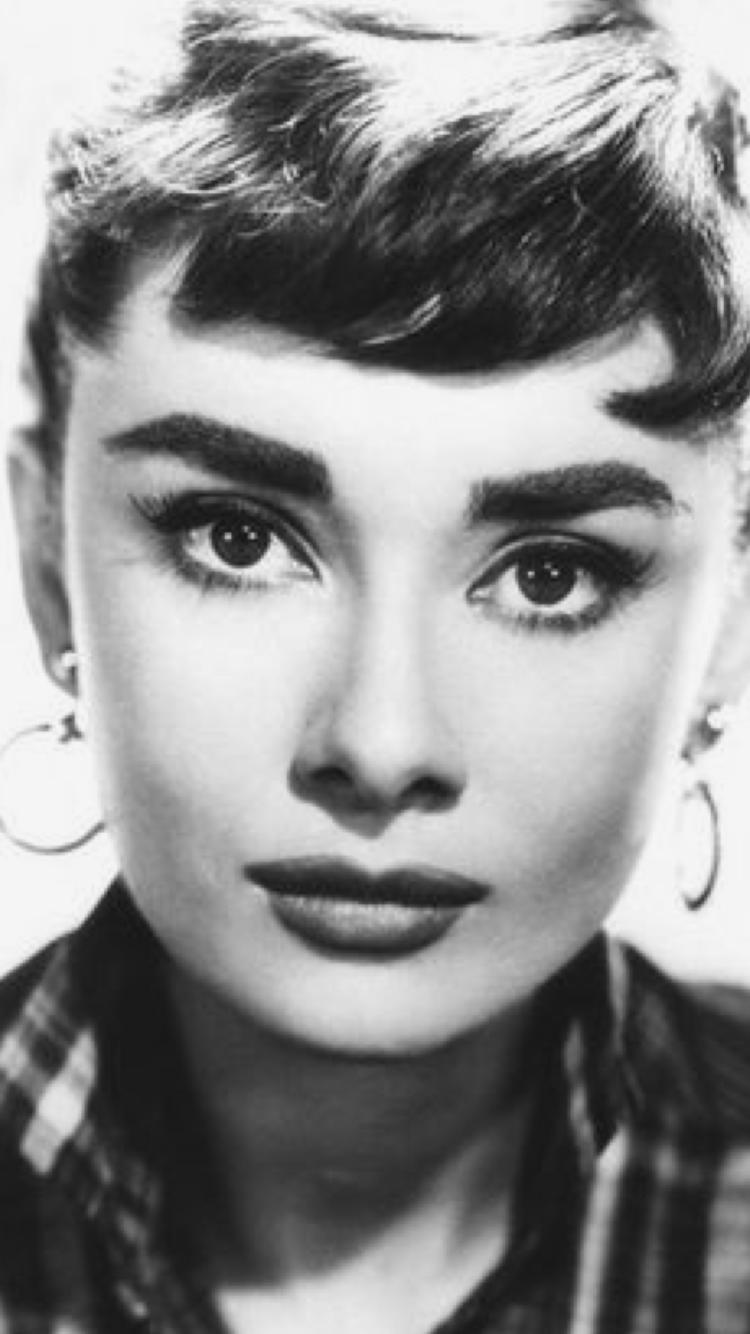 13fc4154fd2 Audrey Hepburn close up | Audrey Hepburn | Audrey hepburn drawing ...