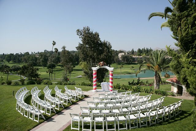 Circle Seating Arrangement For Beach Wedding: Wedding Ceremony With Arch