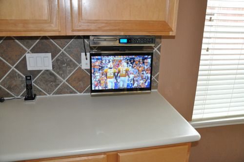 No Eating Breakfast In The Living Room Venturer Klv3915 15 4 Inch Undercabinet Kitchen Lcd Tv Dvd Combo Electronics