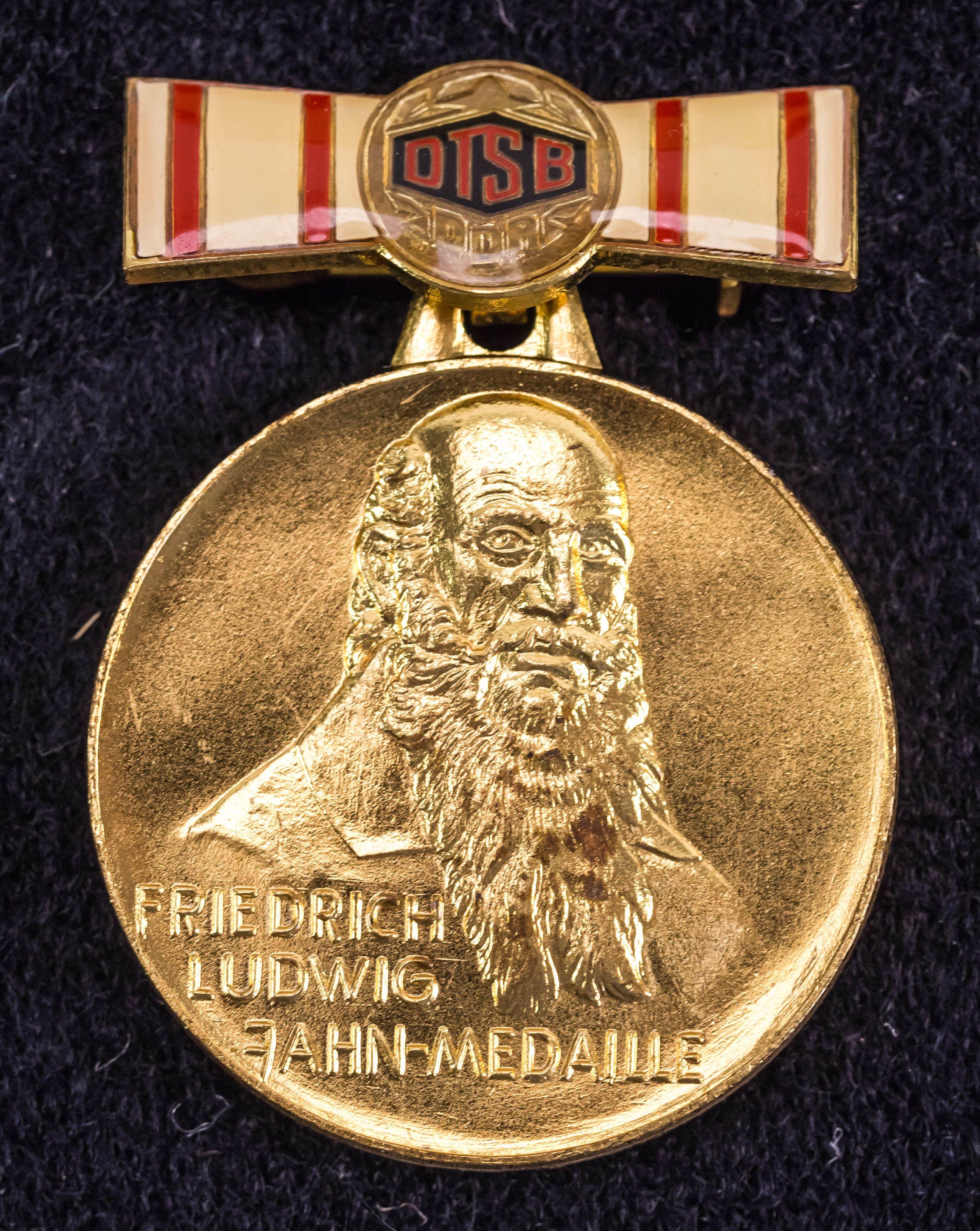 """DDR Museum - Museum: Objektdatenbank - """"Friedrich Ludwig Jahn Medaille"""" Copyright: DDR Museum, Berlin. Eine kommerzielle Nutzung des Bildes ist nicht erlaubt, but feel free to repin it!"""