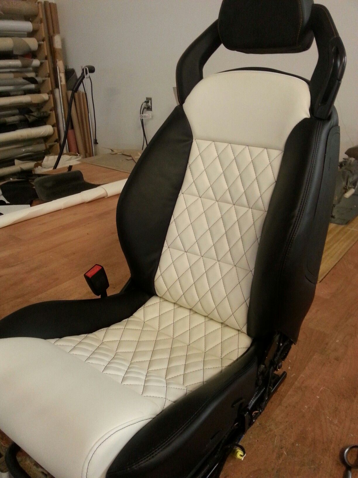 Lamborghini Seats With The Popular Tuxedo Look Automotive Interior Car Interior Interior Details