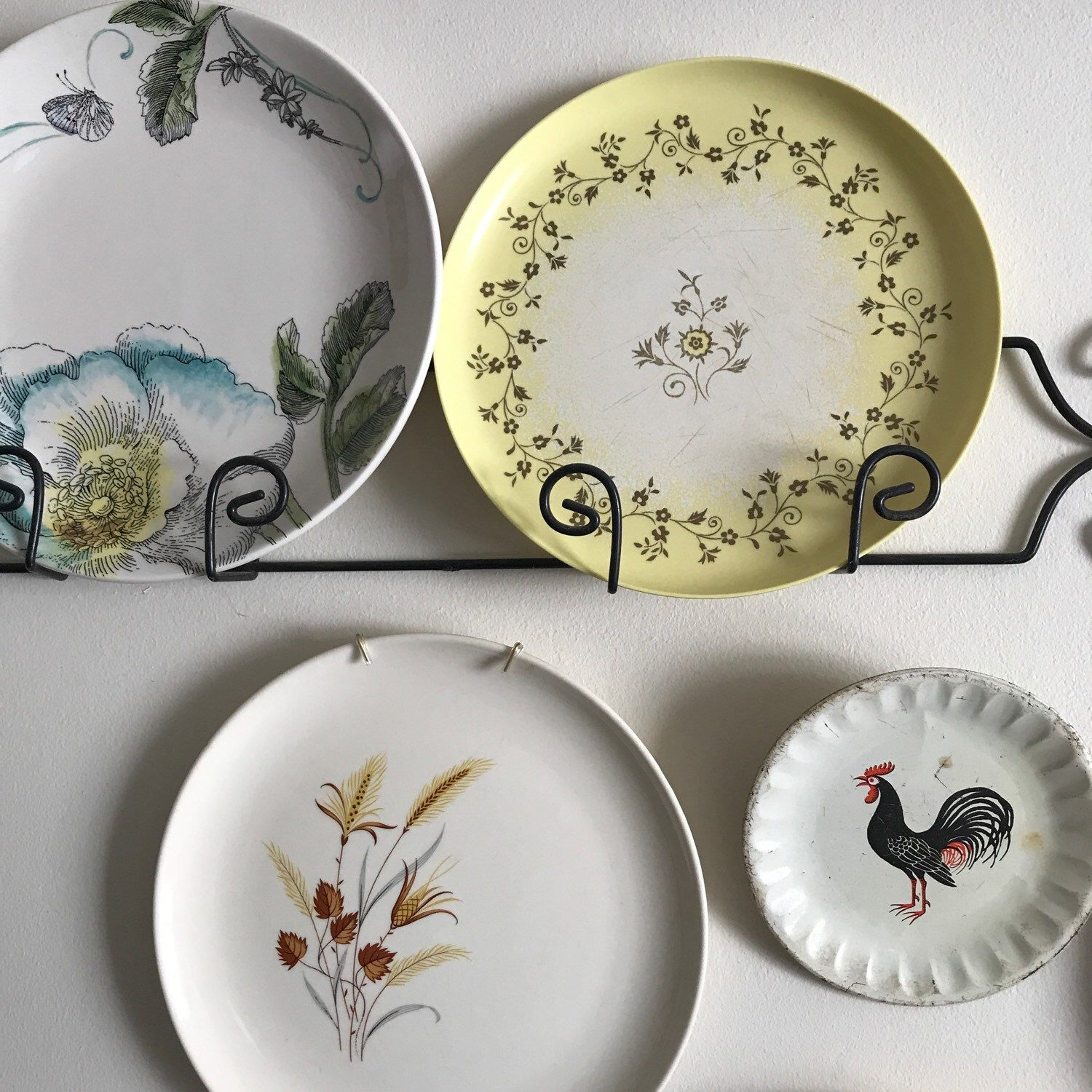 These pretty melmac dinner plates in a sunny yellow are a bright addition to your wall & These pretty melmac dinner plates in a sunny yellow are a bright ...