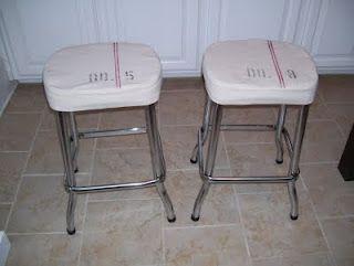 vintage bar stool makeover via http://ourvintagehomelove.blogspot.com/