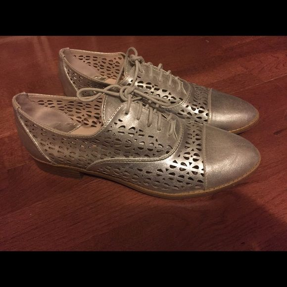 Sam & Libby Silver loafers Super cute Sam & Libby loafers/flats. The color is great, and the pattern is so nice. Never worn! Sam & Libby Shoes Flats & Loafers