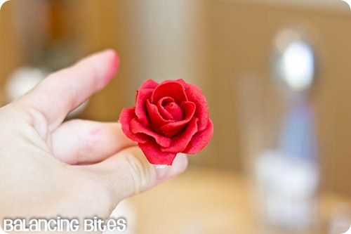 How to make small gumpaste roses (7)