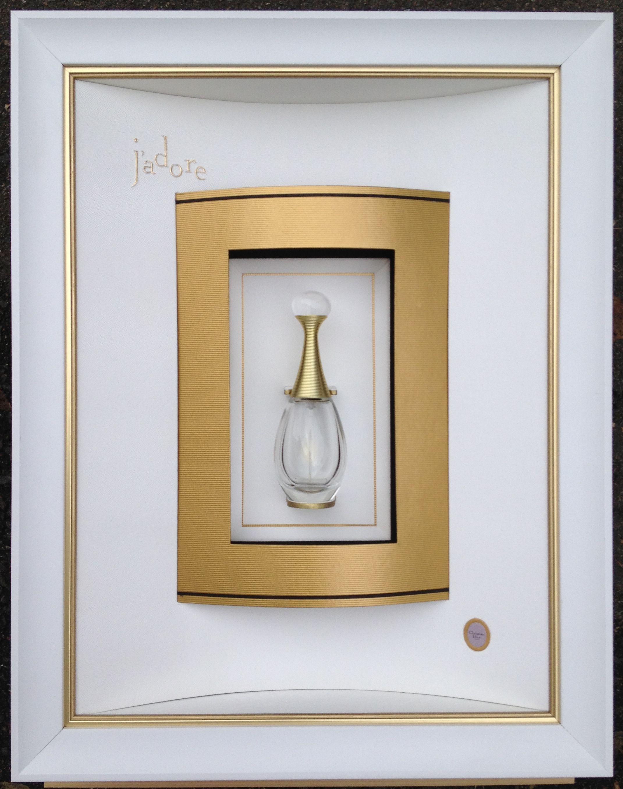 parfum j 39 adore encadr par odile escalle double passe. Black Bedroom Furniture Sets. Home Design Ideas