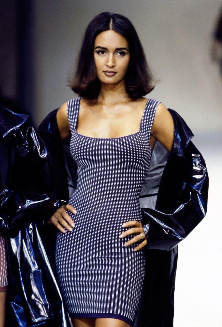 #alaia #alaiafashion #alaiadesigner #vintagealaia #vintagedesigner #vintagefashion #vintage #1990 #1990s #90s #90sfashion #designerfashion #designer #fashion #luxuryfashion #luxury #highend #azzedinealaia #fashionshow #runway