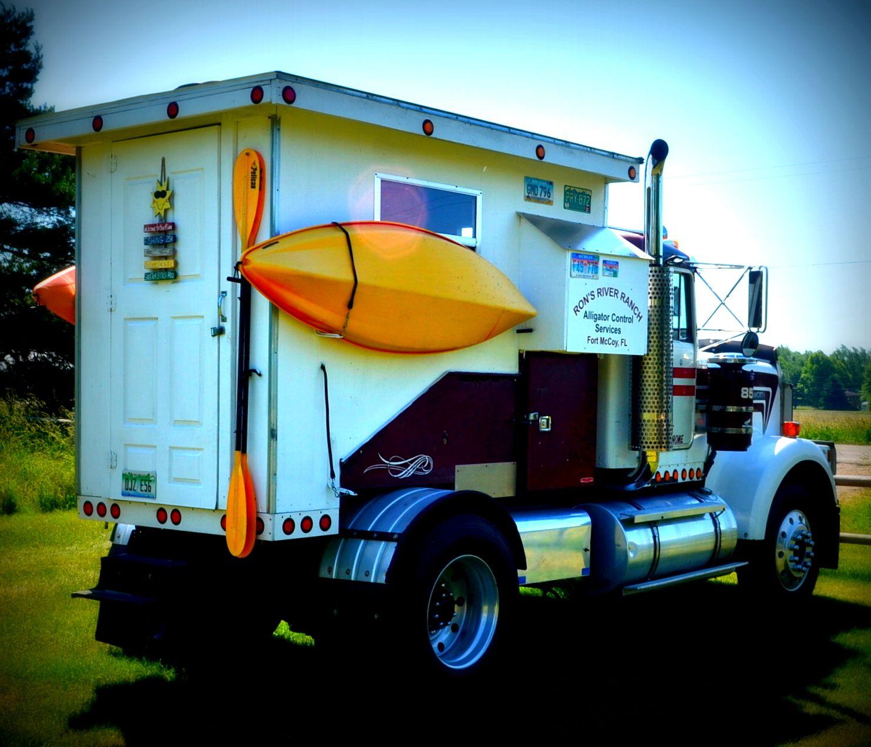 Truck Campers: Truck Camper, Semi Trucks