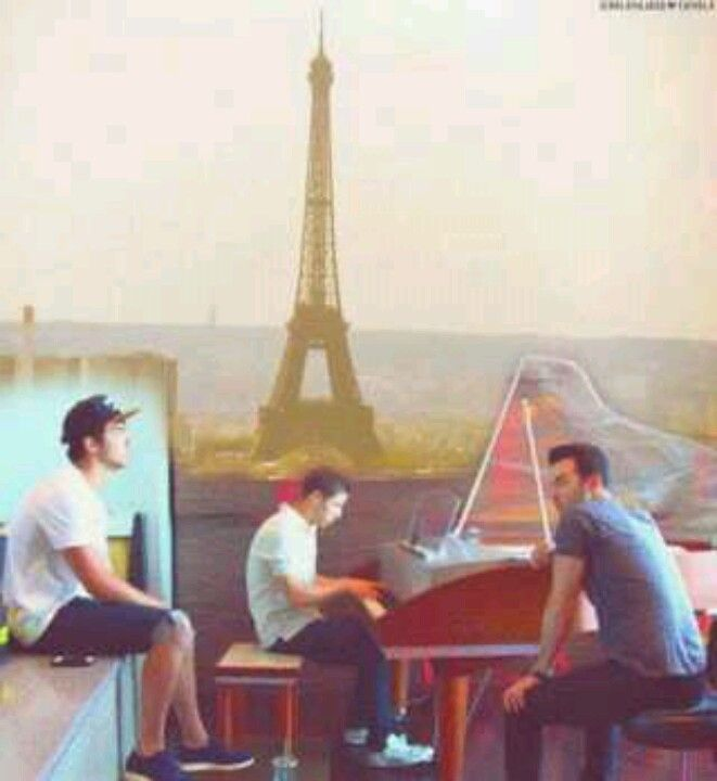 Oh look the Eiffel Tower.
