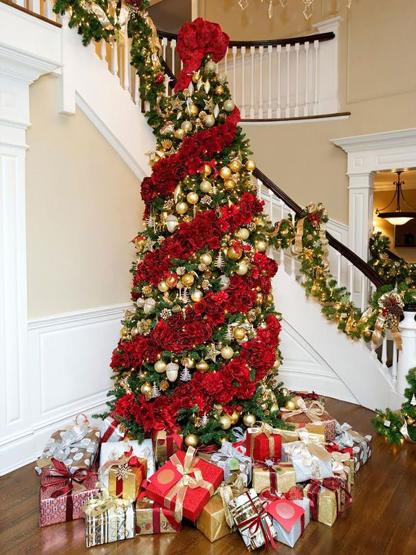 20 Christmas Trees Beautifully Decorated With Flowers.