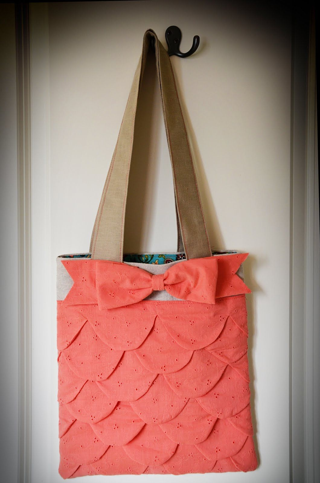 Scallop tote with bow by Smile Like You Mean It from see kate sew pattern.