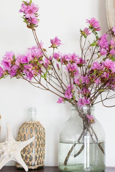 Decorating with Pink Flowers is part of Silver Home Accents Inspiration - There's nothing like pretty pink pastels to set the mood in a room  Today I'm sharing decorating with pink flowers in our living and dining rooms