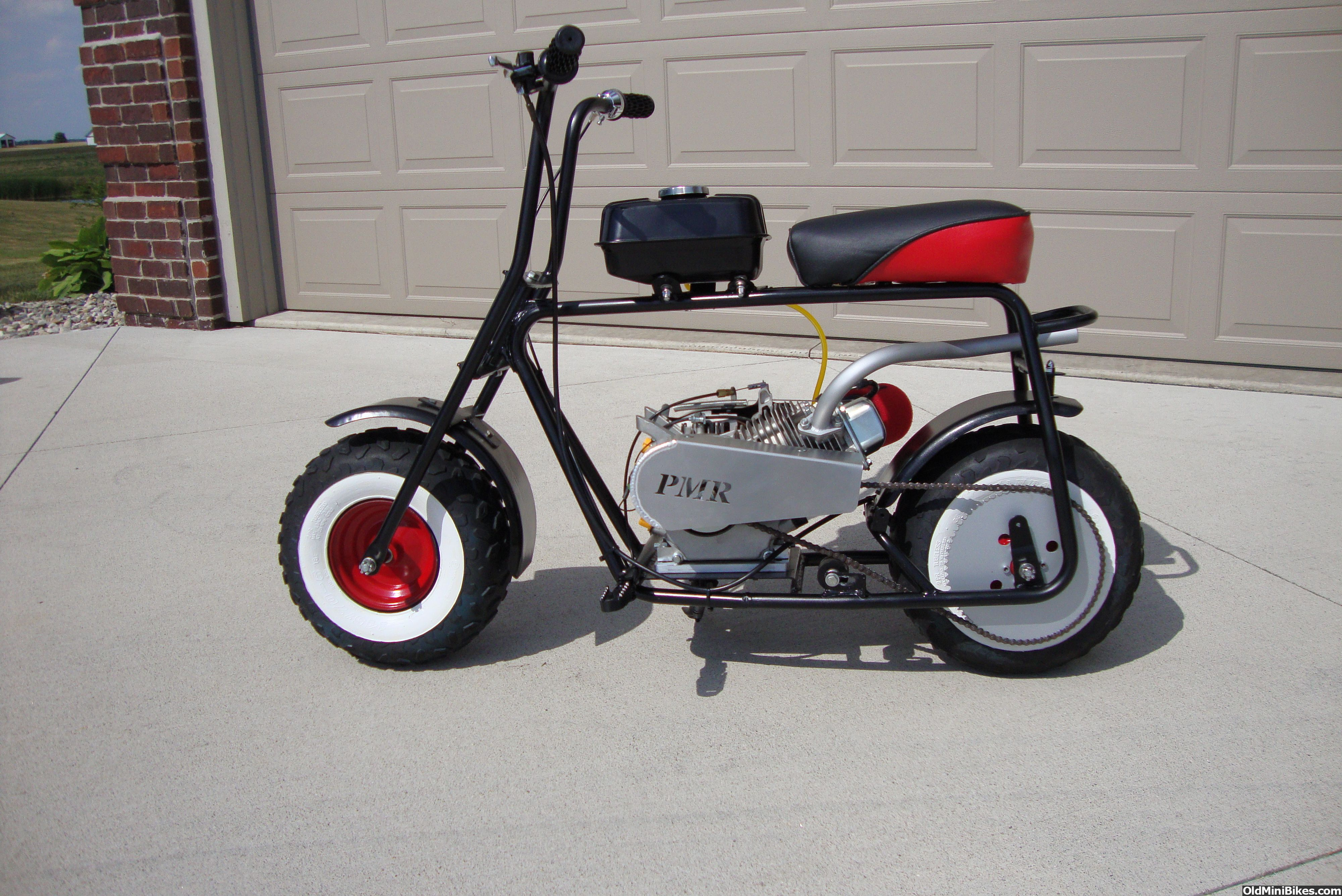 baja db30 mini bike with an old school flavor cool stuff. Black Bedroom Furniture Sets. Home Design Ideas