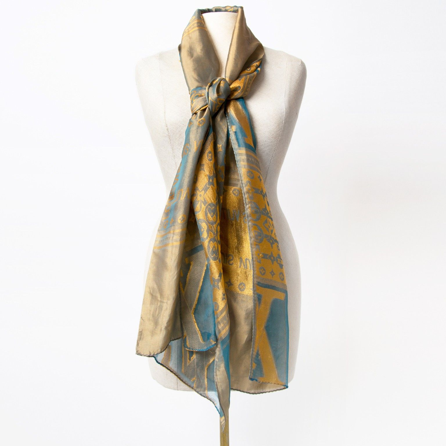 414d16faa Second hand Louis Vuitton Scarf | We LOV scarves