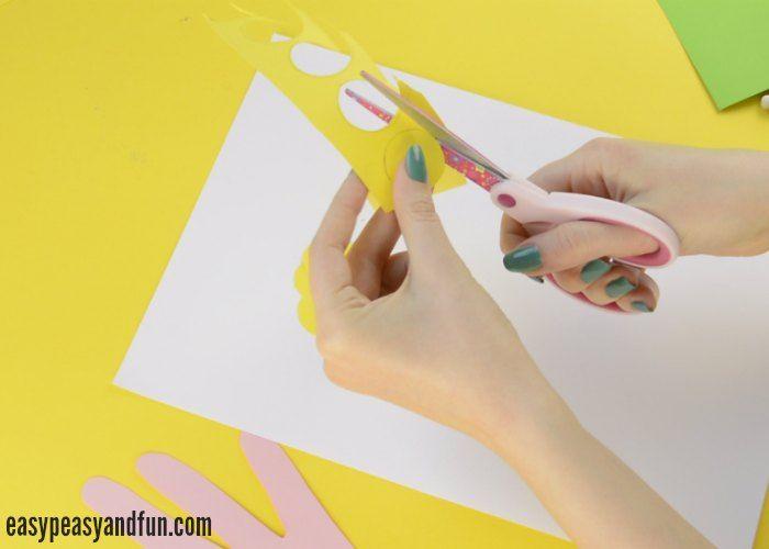 Handprint Flower Bouquet Craft - Mother\'s Day Idea | Flower bouquets ...