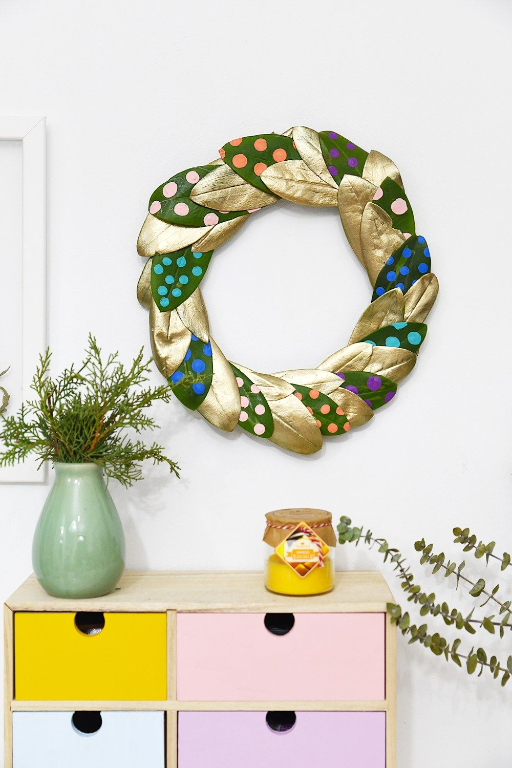 DIY Dotted and Golden Wreath   Wreaths, Holidays and DIY ideas