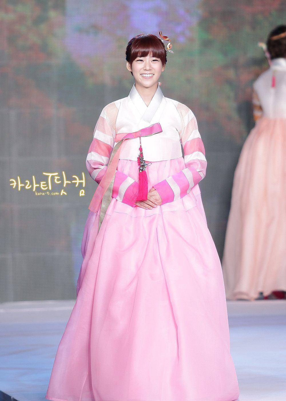 Kara SeungYeon in Hanbok / Hanbok is a Korean Traditional Clothing ...