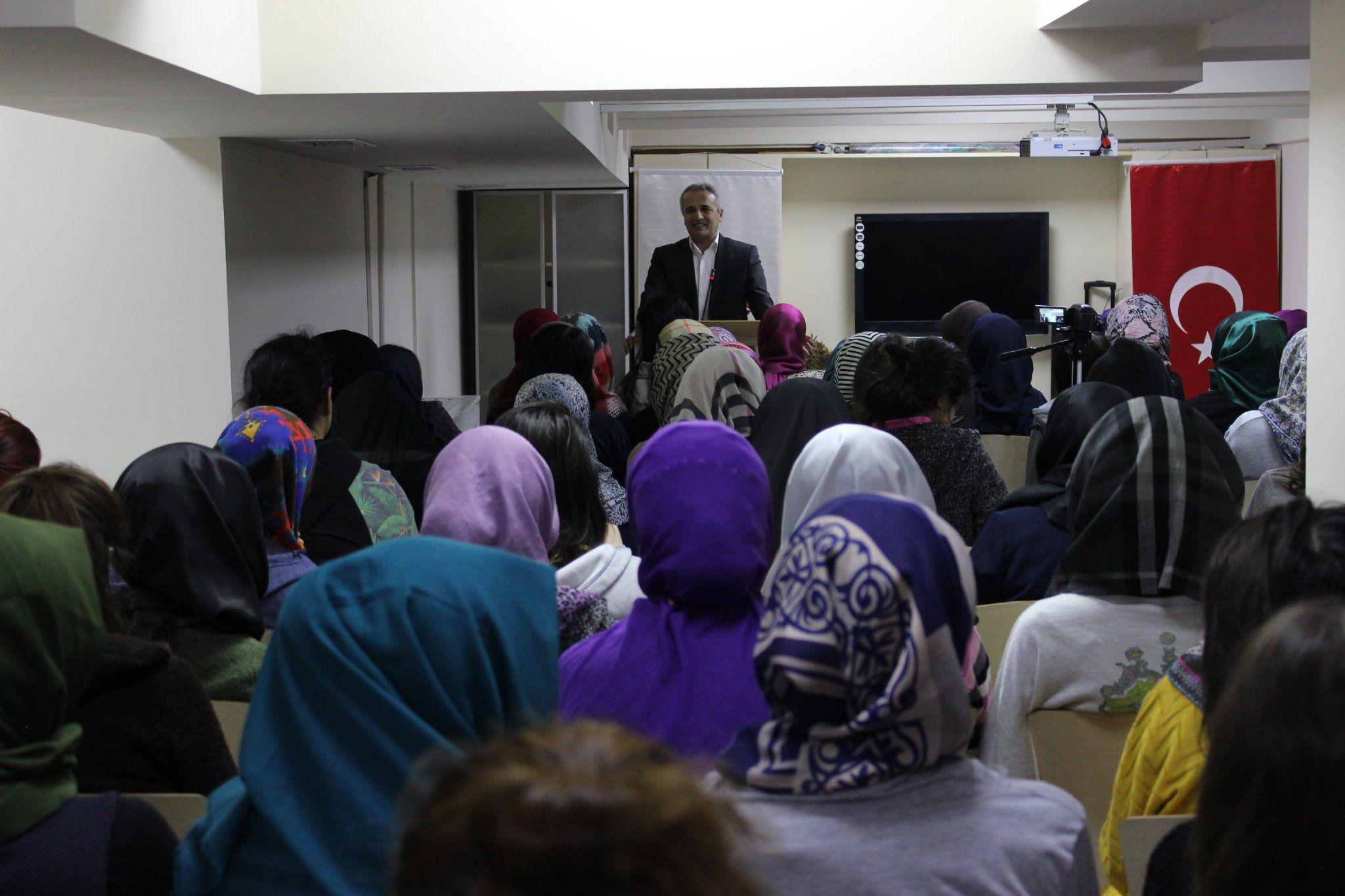 """RT @turgev: """"İman ve Tevhid"""" konulu seminerlerimiz kapsamında @turgevhasanpasa yurdumuz Prof. Dr. Ekrem Demirli'yi ağırladı. https://t.co/X6nx80ZKDX"""