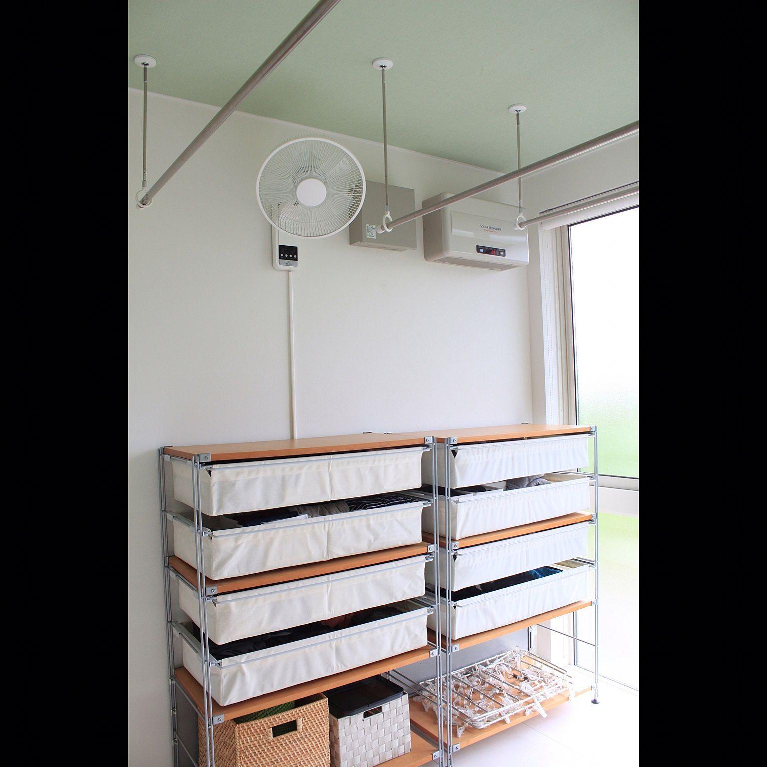 Mimimimi Home Instagram 洗濯機上収納 ここには絶対可動式の棚とパイプをつけて欲しくて頼みました パイプにはハンガーをかけてすぐに洗濯物を干せるように 2020 洗濯機上 収納 トイレ 収納 アイデア インテリア 収納