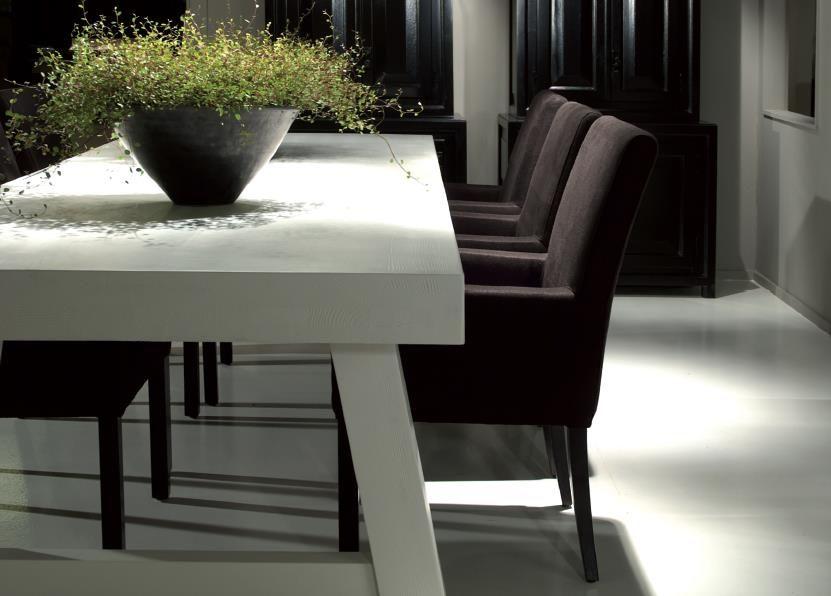 Luxe Witte Stoelen.Mooie Combi Van De Witte Tafel Met Chocolade Bruine Stoelen