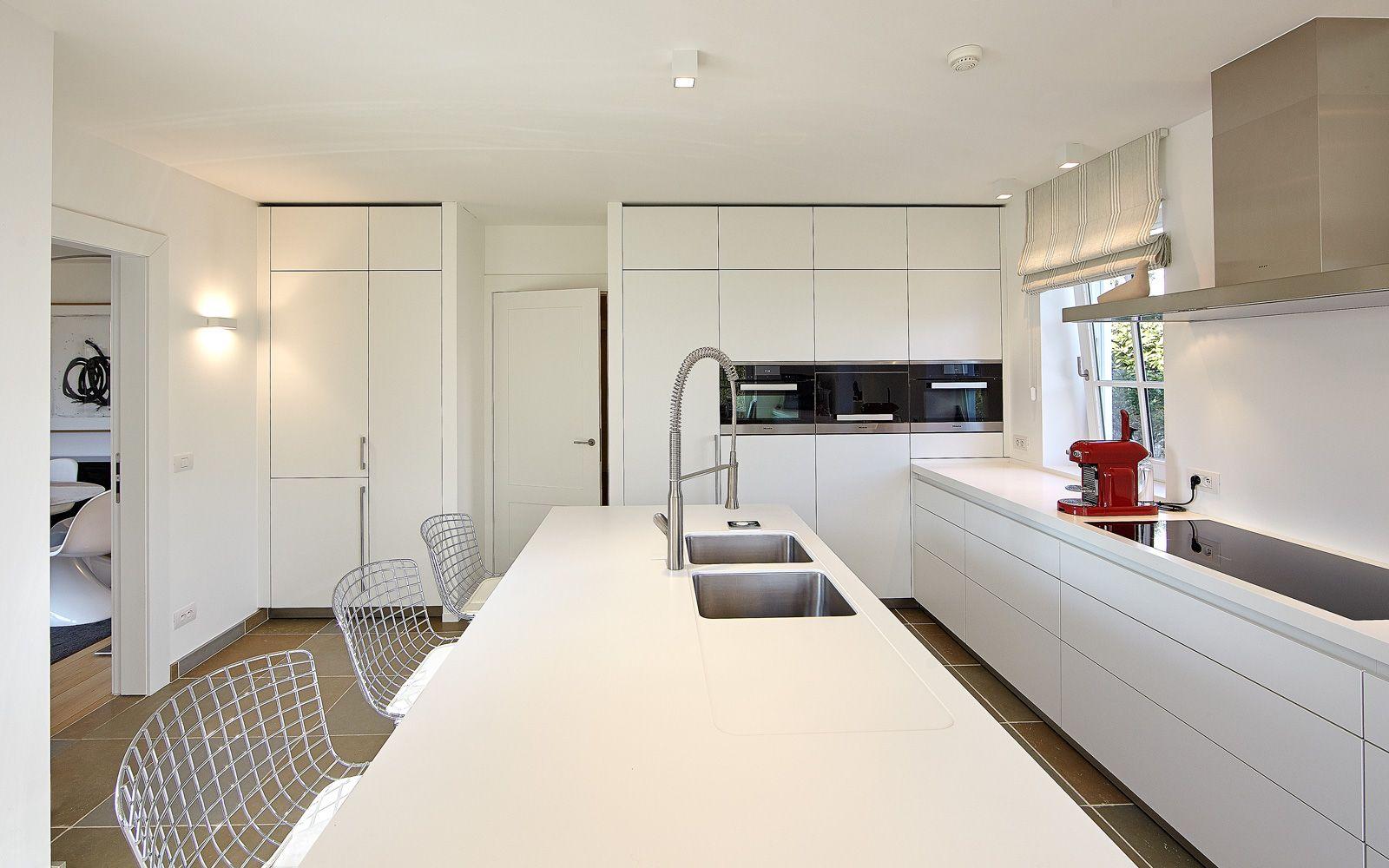 Modern white kitchen architect hc demyttenaere villa white