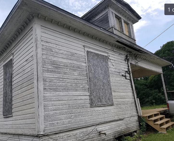 Needs Complete Restoration In 2020 Old Houses Fixer Upper Corsicana