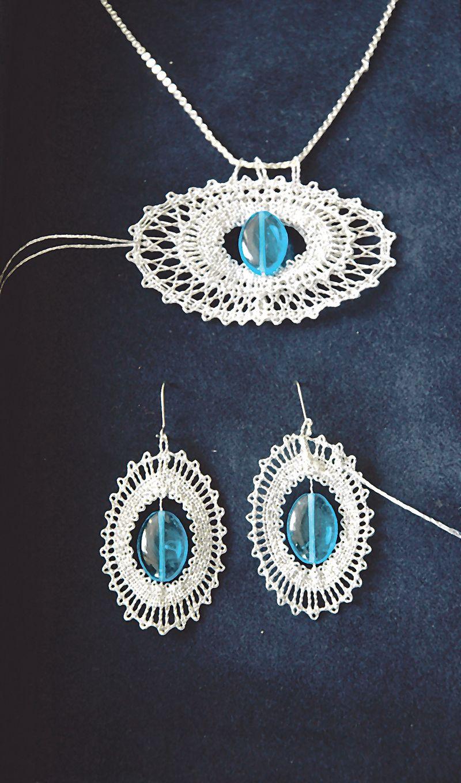 Největší objem zakázek tvoří paličkované šperky s drahými kameny ...