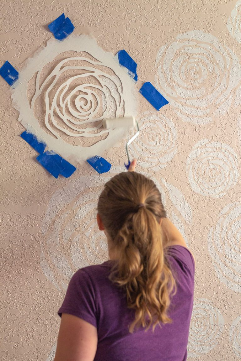 Diy Stenciled Flowers Wall Farmhouse Girl S Room Reveal Rose Stencil Wall Diy Wall Painting Rose Stencil