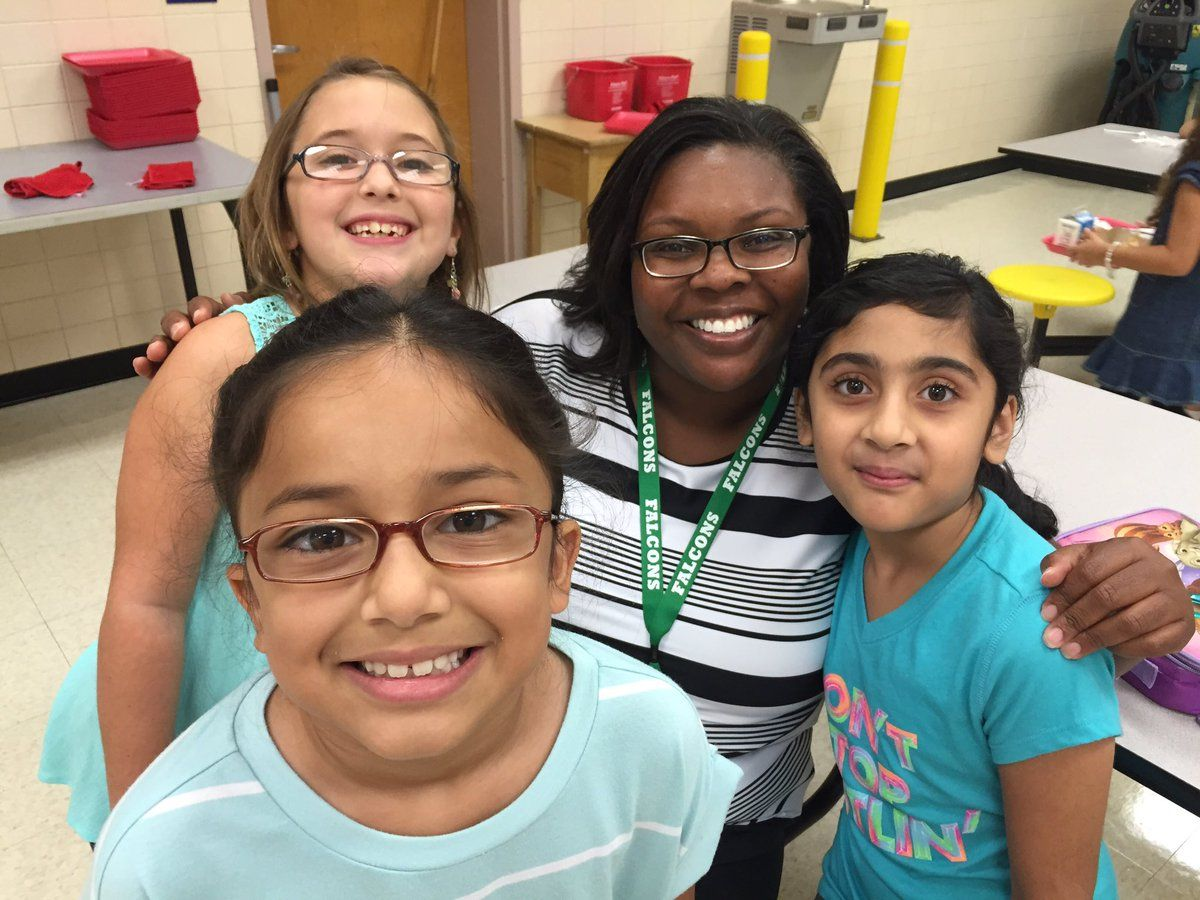 FCPS Energy Zone Merrell Dade @Falcon_Dade Enjoying the first day of lunch at Forestdale! @ForestdaleES #1stDayFairfax